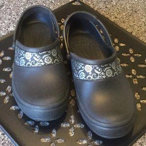 Black Crocs Size 8W